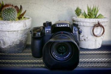 The Panasonic GH4 micro four thirds sensor mirrorless camera has a rugged body similar to a dSLR