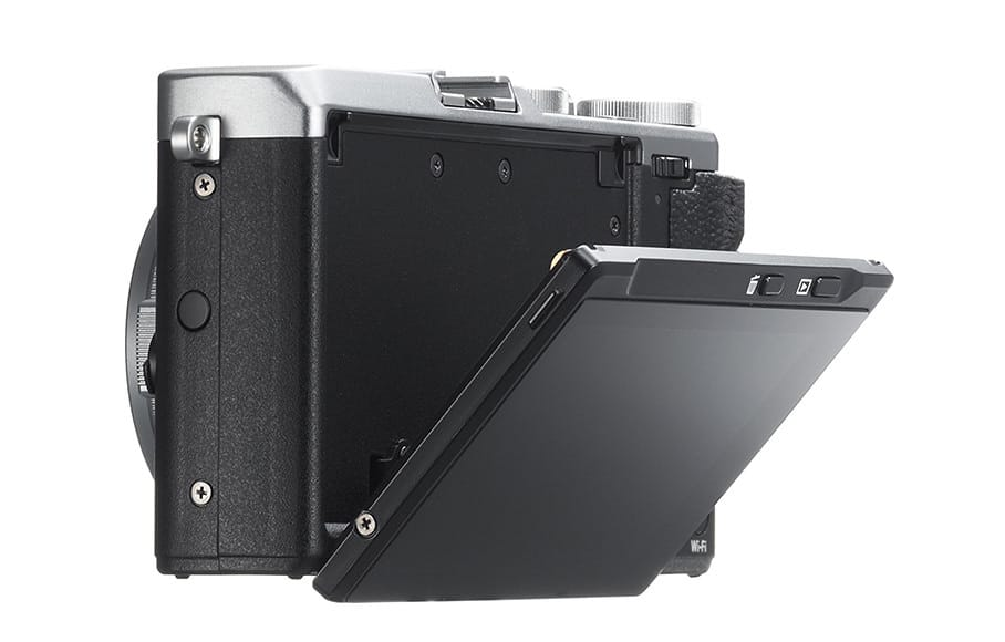 compact cameras - the fuji x70 with tilt screen