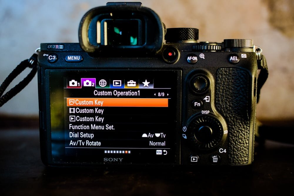 How to customize the custom key funciton on the Sony a7Riii mirrorless camera.