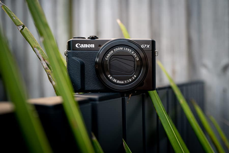Canon powrshot g7 x mark II with 1-inch sensor and optical zoom lens