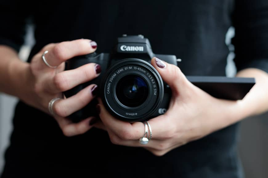 canon eos m50 review mirrorless camera with dual pixel, electronic viewfinder, 1 memory card slot, wi-fi nfc, ok battery life, dual pixel and digic 8 processor