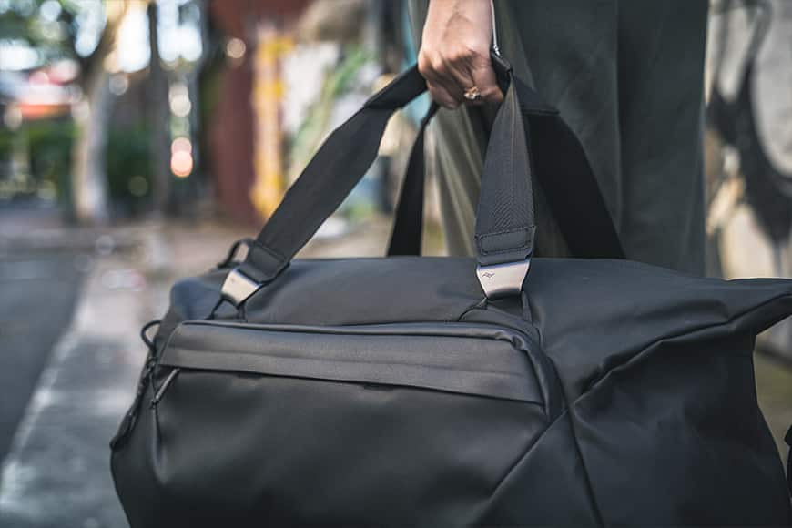 review of Peak Design Travel Duffel main compartment with zipper around. Also available in sage green