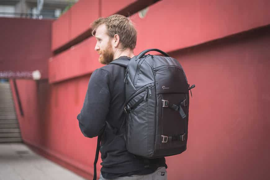Lowepro FreeLine BP 350 AW bag wearing build and appearance