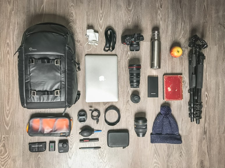 Lowepro FreeLine BP 350 AW flat lay