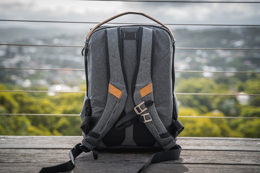 The shoulder straps on the Everyday Backpack V2 have been improved and they stay nice and still when needed by using the built in additional magnets on the back of the backpack.