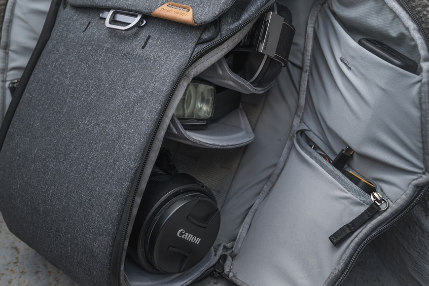 Customise your carry in the Everyday Backpack V2 by rearranging the included FlexFold dividers and utilising the smaller interior side pockets.