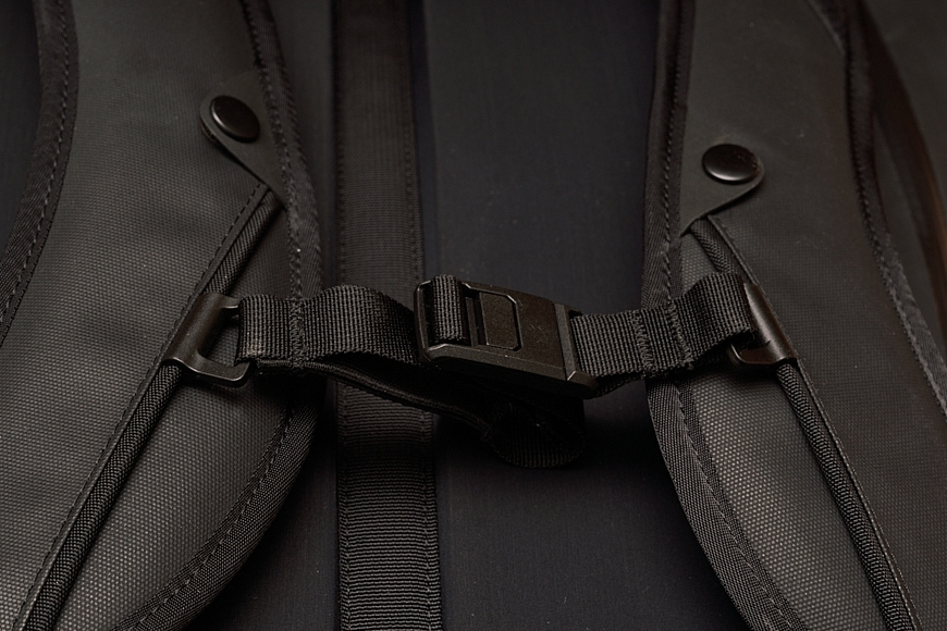 The sternum straps are removable on the The Black Ember WPRT.
