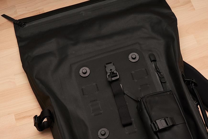 The Black Ember WPRT includes a zip with the rolltop ensuring the bag remains 100% water-sealed.