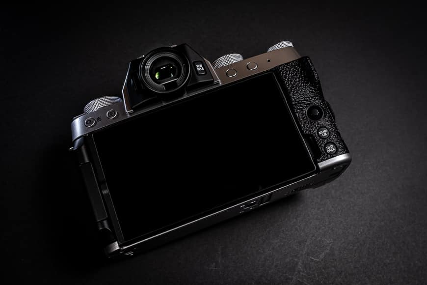 The Fujifilm X-T200 features a larger 3.5 inch, 16:9 ratio touch screen with twice the resolution of the older model.