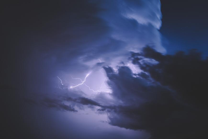 how to photograph lightning - capture a lightning bolt or lightning strike