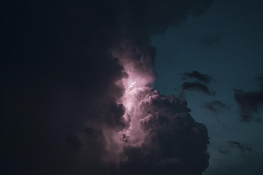 tips to capture a lightning shot or lightning bolt images