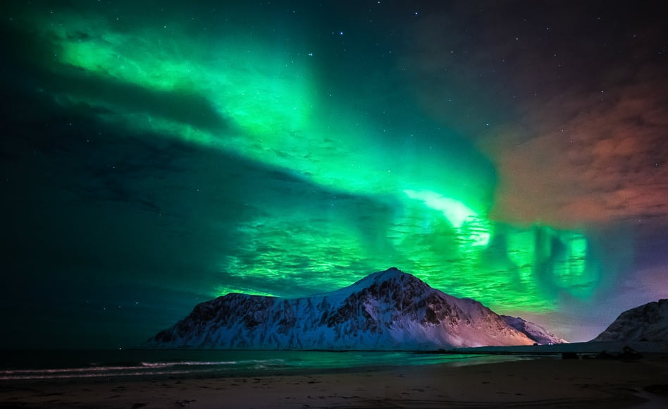 Northern lights photography settings: A shutter speed up to 25 seconds will allow a lower ISO for your night photography pictures northern lights.