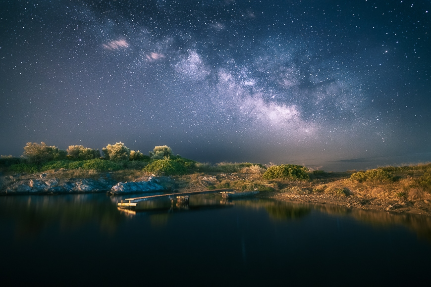 An exposure of around 30 seconds at night can be useful in sky and star photography.