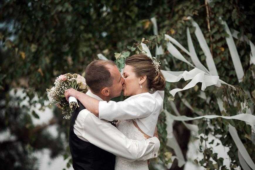 Wedding photographer - happy couple.