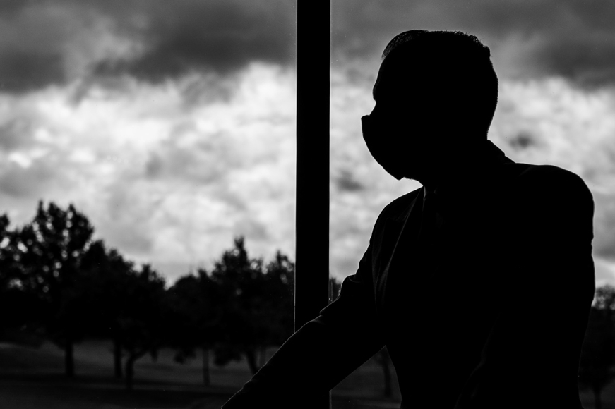Using the right camera settings to shoot silhouette portrait photography.