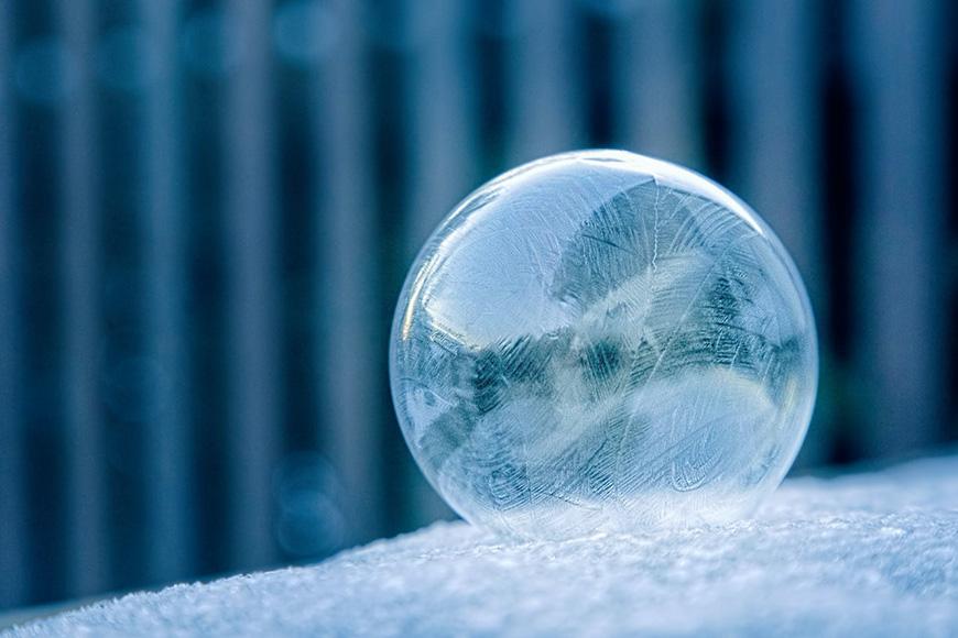 Time-lapse of a soap bubble freezing