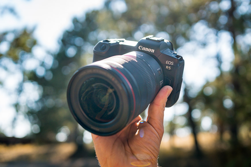canon-eos-r5-review-handheld-01
