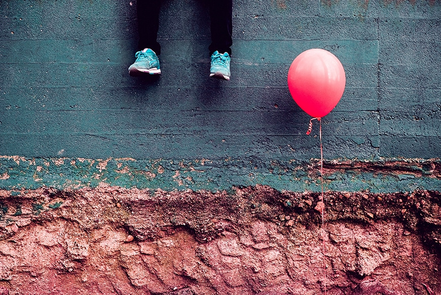 feet and baloon