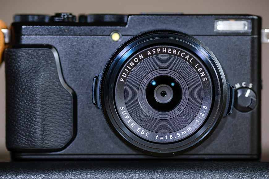 The Fujifilm X100 series and X70 have leaf shutters.