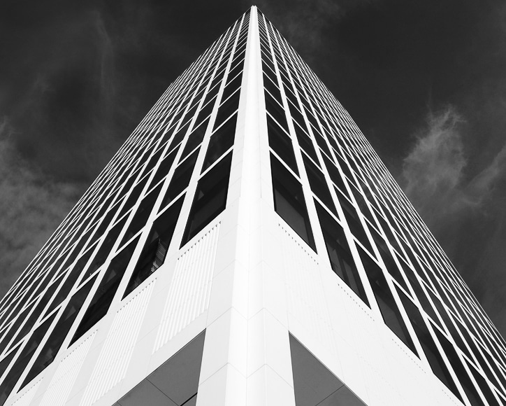 Skyscraper with leading lines to the sky