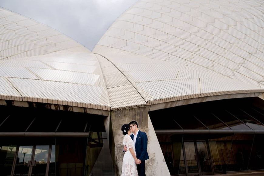 Couple kissing in front of Sydney Opera House