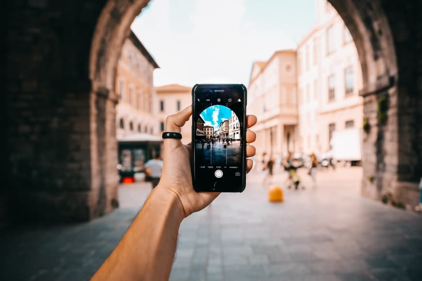 Using the grid lines in phone photography for good photos