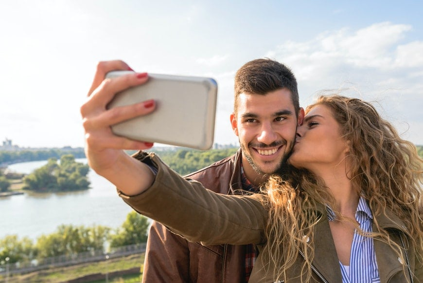 How to take a good picture of yourself with phone